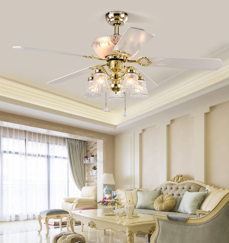 Quạt trần phòng khách nên phù hợp với thiết kế kiến trúc của căn phòng